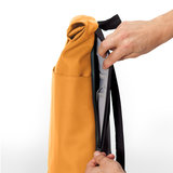 Ucon Acrobatics Lotus Hajo Mini Backpack Honey Mustard zijkant rits