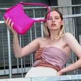 Daniel Silfen Handbag Ulla Braided Rasberry model aan