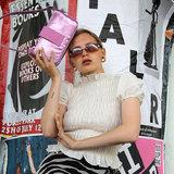 Daniel Silfen Handbag Yasmin Glitter Rasberry model aan