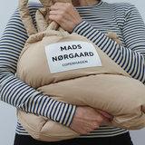 Mads Norgaard Duvet Dream Pillow Warm Beige model vrouw